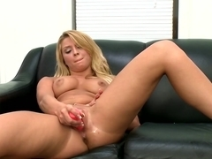 Blonde does her first porno