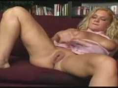 Horny Bodybuilding Mom Gets A Protein Shake