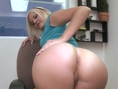 Blonde secretary Jasmine Jolie pleases horny boss with great blowjob