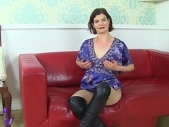 English Milf Clara Lets Her Tights Hug Her Hairy Cunt