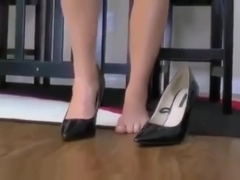 Giantess in shoe session