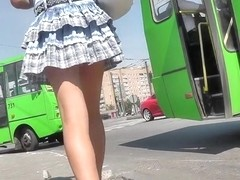 Hottie flashed her butt upskirt on the bus