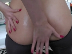 Pretty curve Paige Turnah fingers her tight asshole