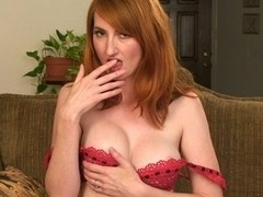 Kendra James in nature's garb and gives herself an agonorgasmos