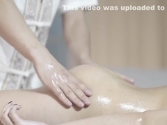 Massage delights beautys pussy