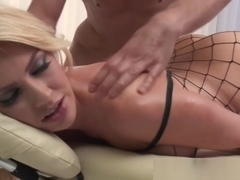 Blonde massage loving babe pussyfucked
