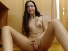Amateur Cam Hottie Plays With The Pussy - hot-virtual-xx.com