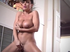 Smoldering Milf Lisa Ann Cums Sweetly