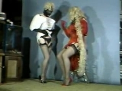 Look at these swell vintage crossdressers motions!