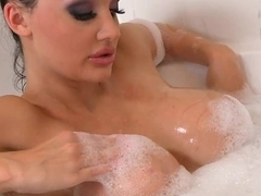 Soaking wet Aletta Ocean feels so horny in her tub she can't wait to play h...