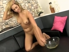 Girl solo pissing