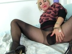 British mature Ellen's big cunt will keep her busy