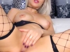 Pretty Blonde Babe Finger Fuck her Pussy