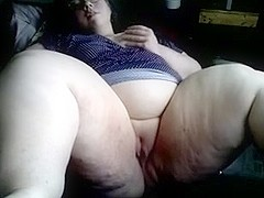 SSBBW fingering her pussy