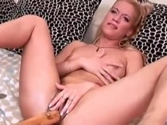 Pissing Girl Getting Fisted And Golden Showered