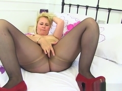 English Milf Michelle Does Not Wear Knickers For A Reason